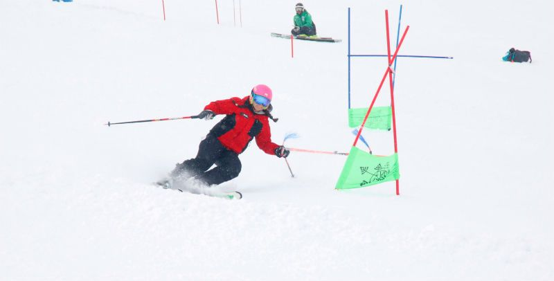 Semana Blanca en Astún 5 Días ¡Todo incluido para grupos de Madrid!: Clases de esquí