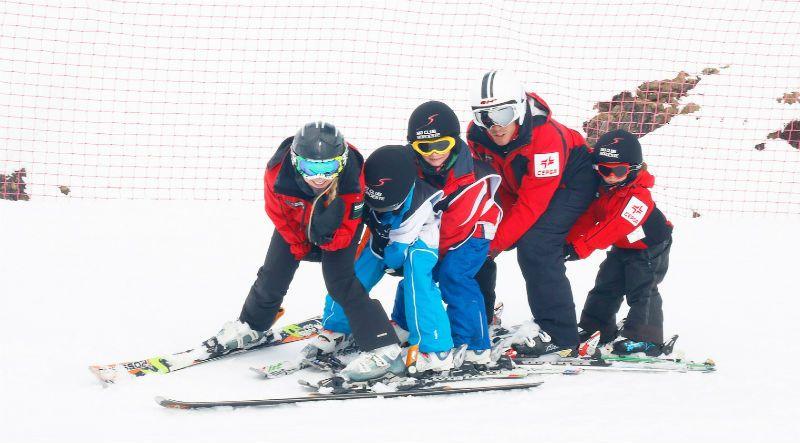 Semana Blanca en Astún 5 Días ¡Todo incluido para grupos de Madrid!: Juegos en la nieve