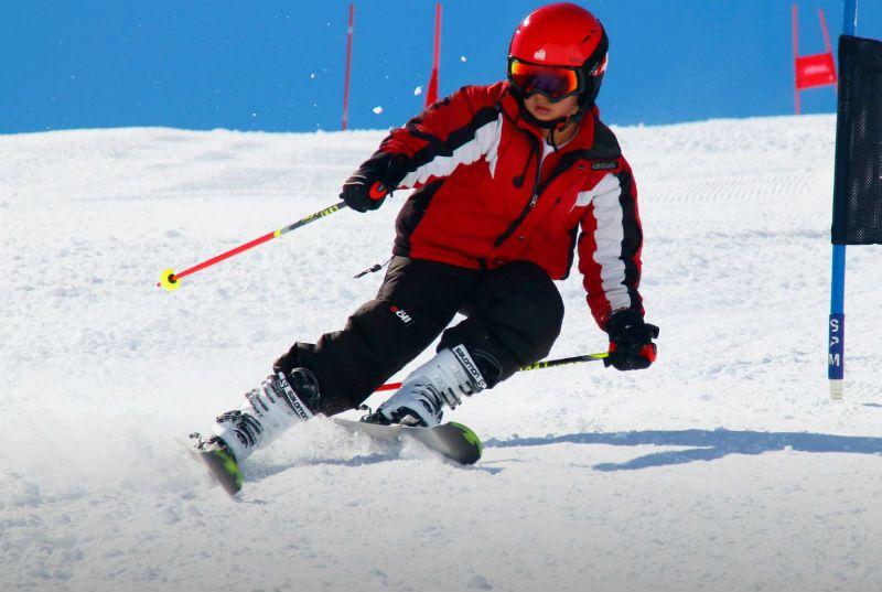 Semana Blanca en Astún 5 Días ¡Todo incluido para grupos de Madrid!: Esquiador