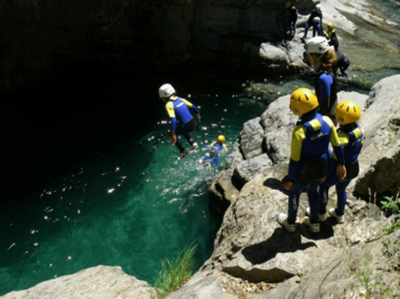Fin de curso multiaventura en Cuenca: Descenso de cañones