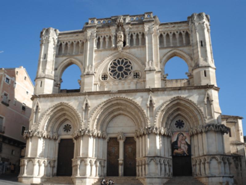 Fin de curso multiaventura en Cuenca: Visita ciudad