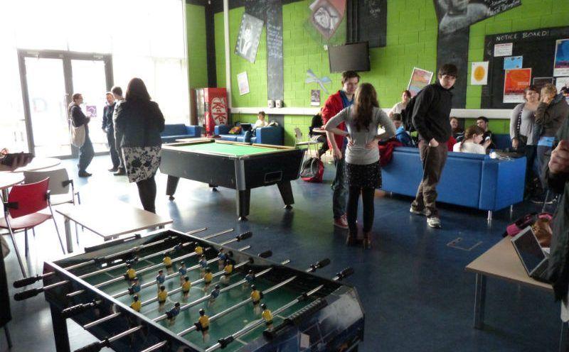 Zona de recreo para alumnos en Año escolar en Irlanda