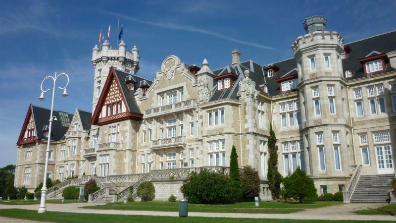 Viaje escolar fin de curso aventura en Cantabria 5 días: Palacio Magdalena