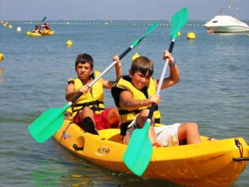Campamento de verano náutico en Águilas, Murcia - piragua