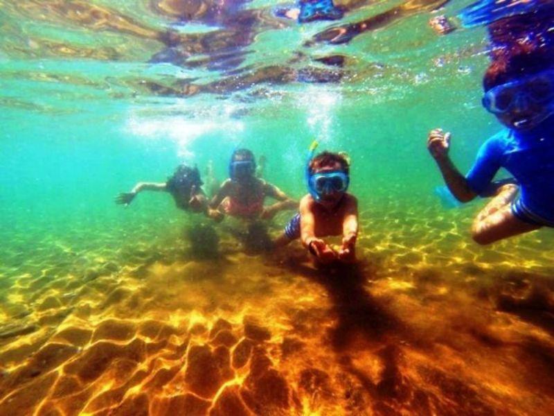 Campamento de verano náutico en Águilas, Murcia - buceando
