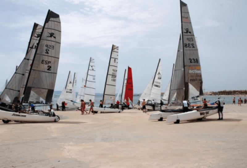 Campamento de verano náutico en Águilas, Murcia - veleros