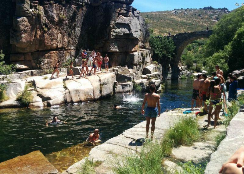 Campamento Multiaventura en Barco de Ávila: Baño en piscinas naturales