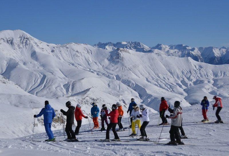 Viaje Escolar de Esquí a Aramón Cerler: Grupo esquiando