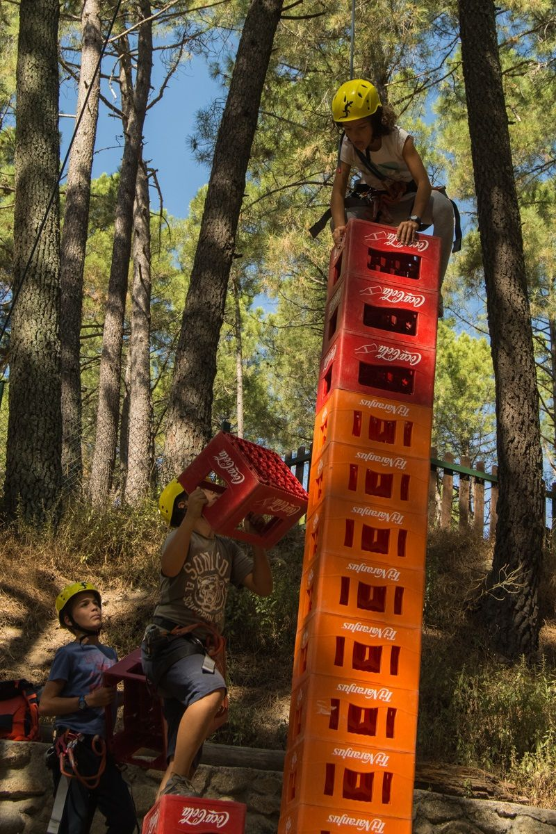 Viaje escolar Multiaventura en La Adrada Valle del Tiétar: Escalada torre cajas